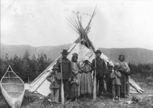 archive-innu-family-tent
