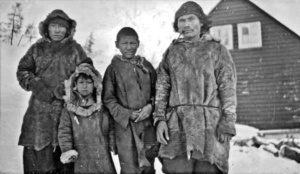 archive-innu-winter-family