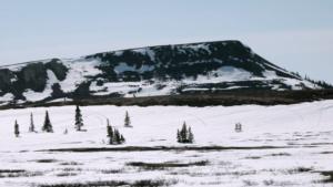 innu-mountains-winter-landscape